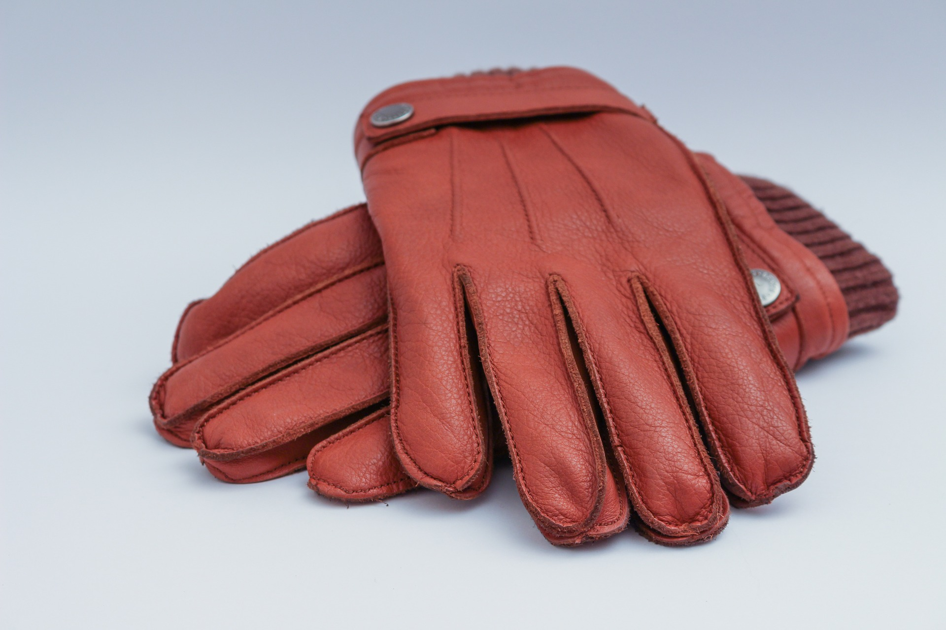 mens-leather-gloves-1194450_1920